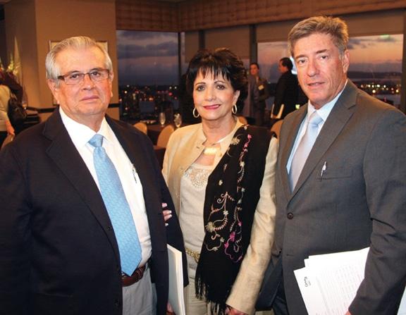 Miguel y Pilar Hernandez Michel con Ignacio Robles.JPG