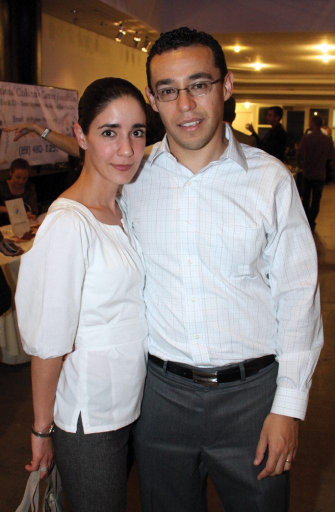Monica y Adrian Martinez.JPG