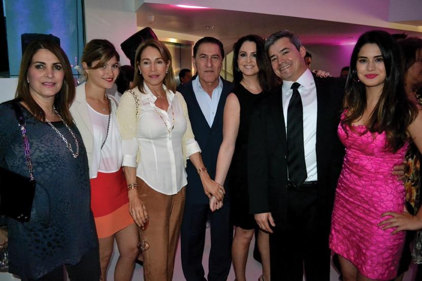 Nanette Cevallos, Gala y Leticia Murguía, Nico Nassif, Lisette, Dr. Alejandro y Karina Quiroz.JPG
