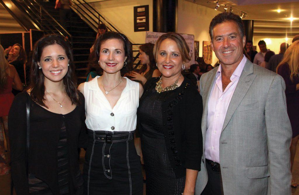 Natalia Gonzalez y Natalia Gonzalez con Susanah y Jose Honold.JPG