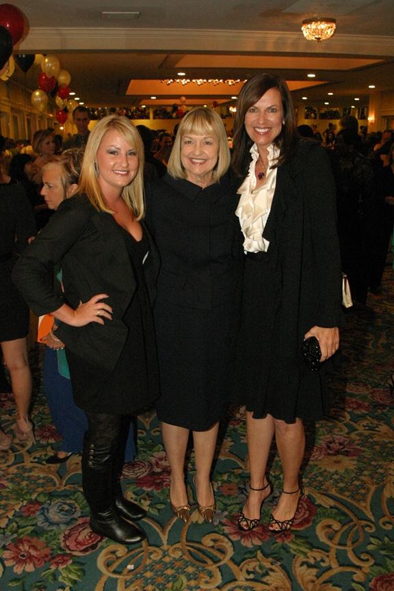 Nicole Perry, Lynn Kramer and Kevyn Perry.JPG