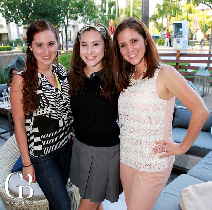 Nicollette  Lopez y Celeste Lopez