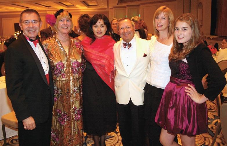 Nino Surguladze with San Diego Opera lovers.JPG