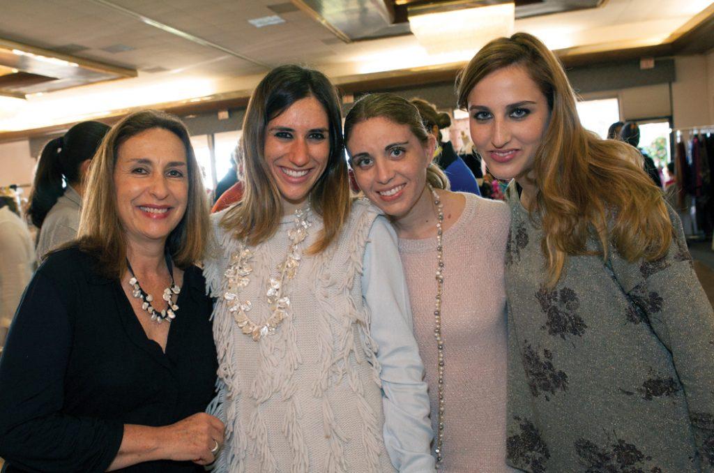 Norma Pascal con Carla Pascal, Frieda y Daniela Modiano