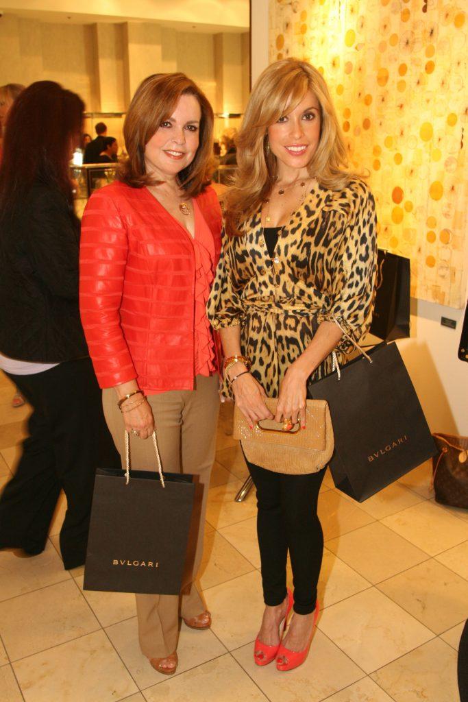Norma y Claudia Carrillo.JPG
