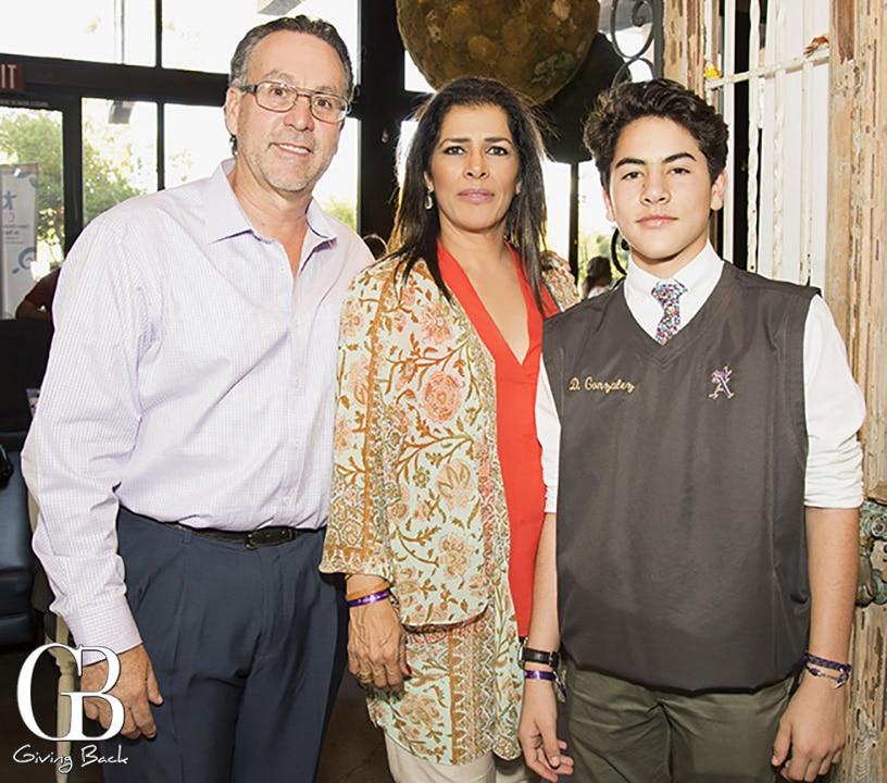 Oscar Gonzalez  Marisela Gonzalez y Diego Gonzalez