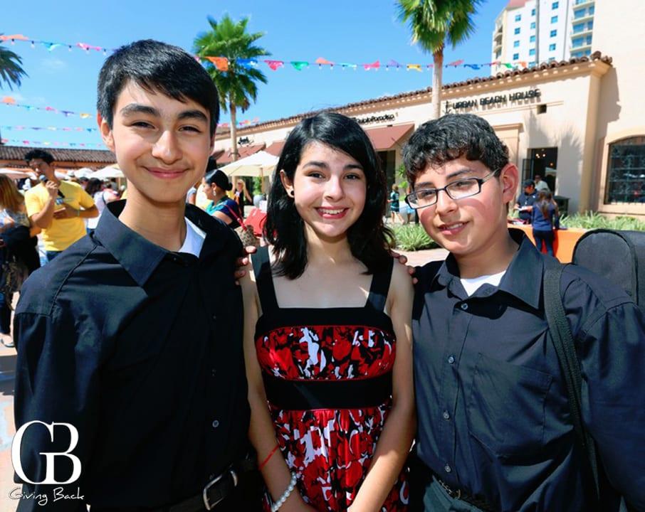 Ottmar Mendoza  Maria Castro y Joshua Mendoza