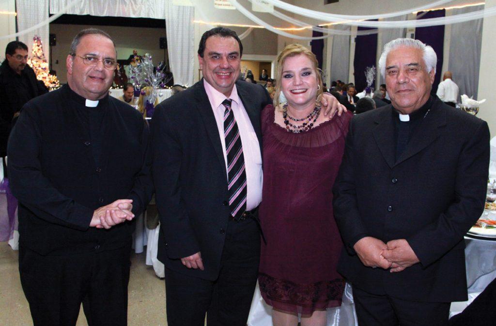 Padre Jose Luis Mendez, Sergio y Marrissa Coppel con Arzobipo Rafael Romo Munoz +.JPG