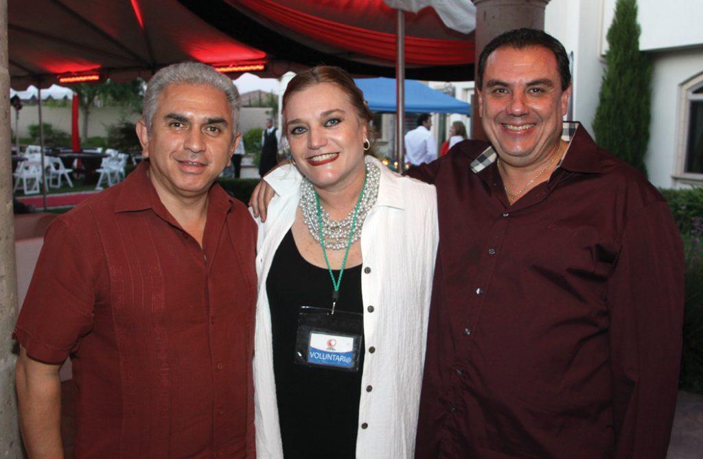 Padre Ruben Portillo con Martiza y Sergio Coppel.JPG