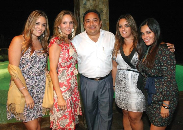 Pollyana, Tania, Daniella y Janette Luviano con David Castillo.JPG