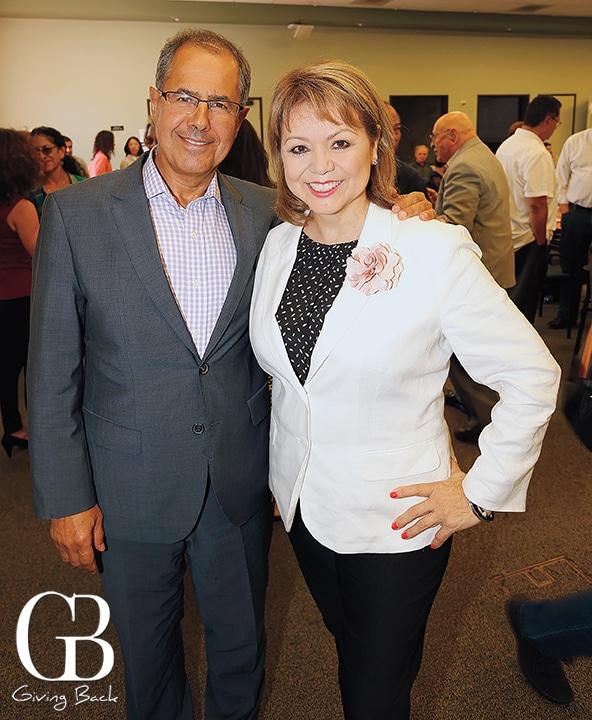 Rafael Fernandez de Castro and Lidia S. Martinez