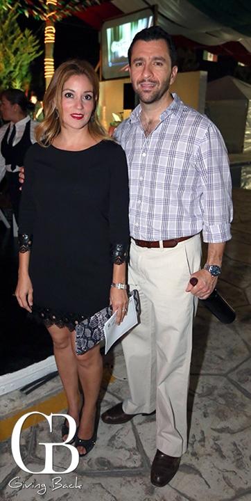 Rebeca Martinez y Juan Perez