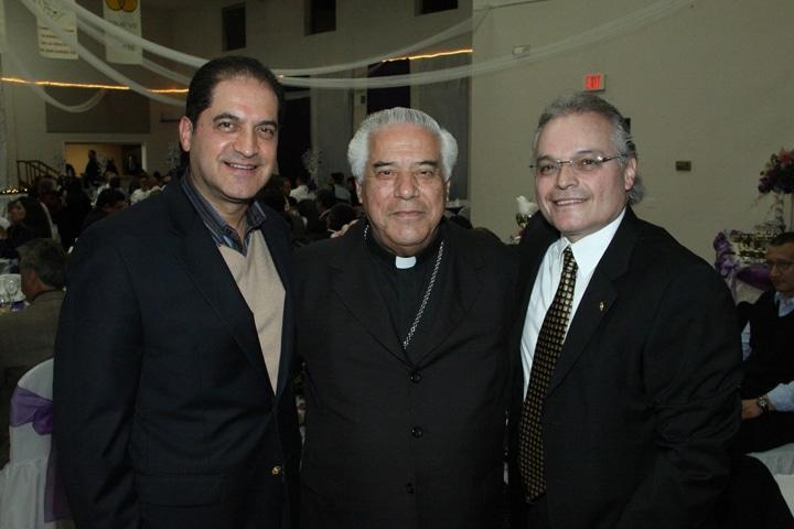Rigoberto Pallares, Arzobispo Rafael Romo Munoz y Juan Jose Parsero.JPG