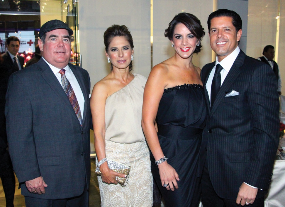 Rodrigo y Denise Valle con Claudia y Mario Garcia.JPG