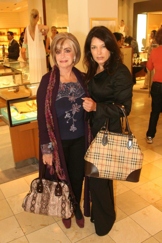 Rosie Veinbergs y Nancy Ruiz.JPG