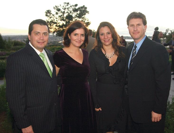 Simon y Alejandra Samohano con Zaira y Jorge Ahuaje.JPG