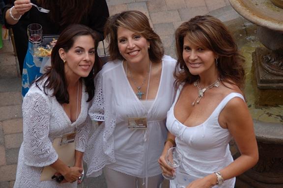 Sofía Alessio, Laura Nava Hadaya y Luz Delia Rowland.JPG
