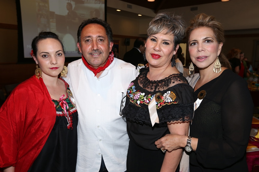 Valeria, Eduardo y Elsa Prieto con Zulema Martinez.JPG