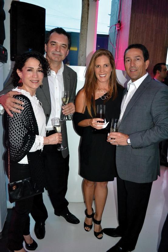 Vicky Cantu, Enrique Fajardo, Eduardo Tena y Esposa.JPG