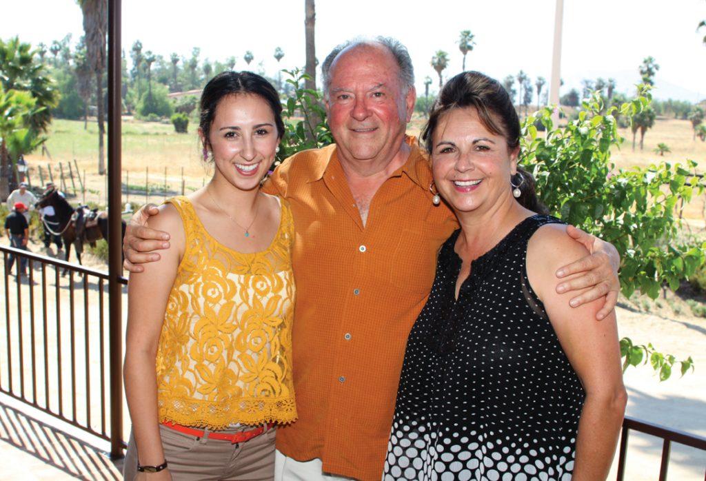 Victoria, Roberto y Mary Valdez.JPG