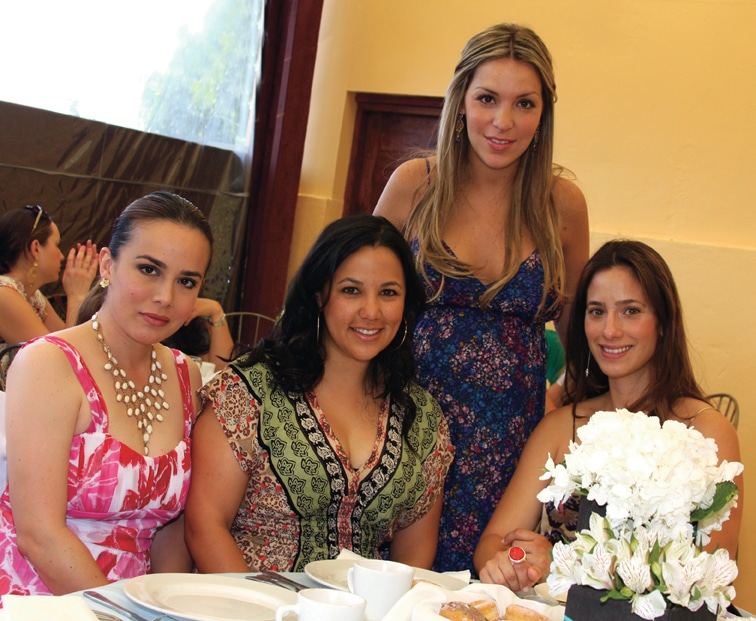 Viviana Perez, Ziza Alarcon, Denisse Ruiz y Elizabeth Tapia