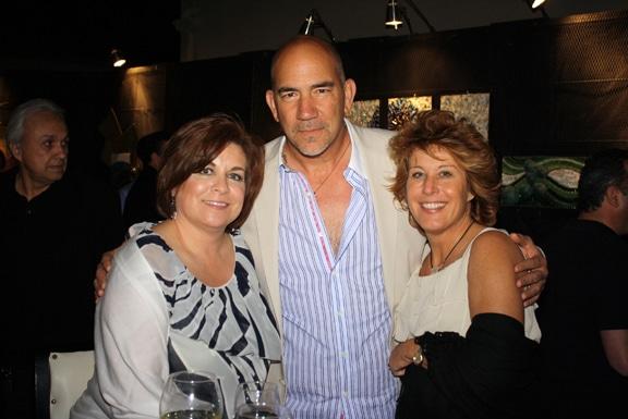 Viviana y Andras de la Parra con Kathy Clark