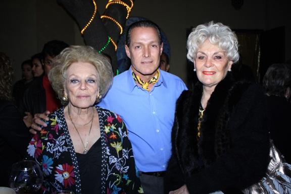 Zarina y Juan Carlos Scolari con Raquel Rothschua